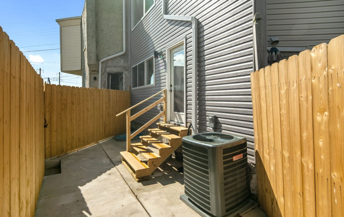 2946 W Glenwood Ave-MLS-40