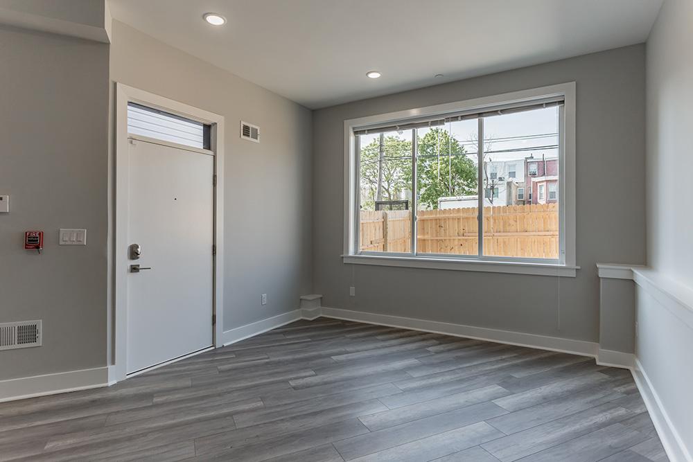2206 Ridge Ave Window Room