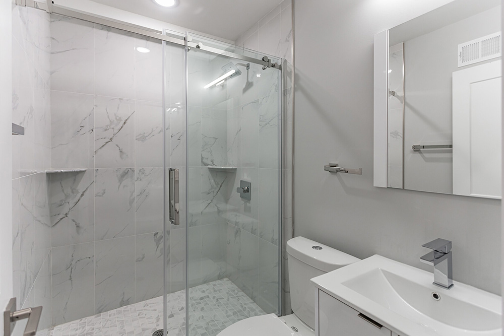 2206 Ridge Ave Shower