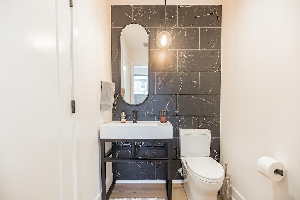 villa-de-francis-1802-francis-street-bathroom