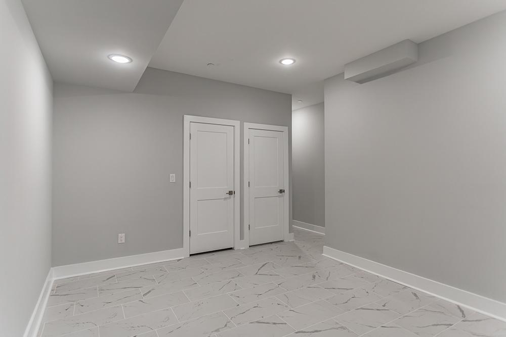 2206 Ridge Ave Room