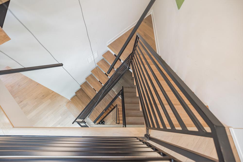 villa-de-francis-1802-francis-street-stairwell