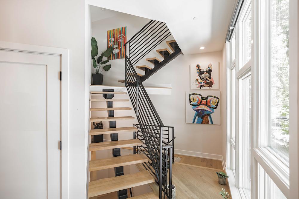 villa-de-francis-1802-francis-street-stair-art