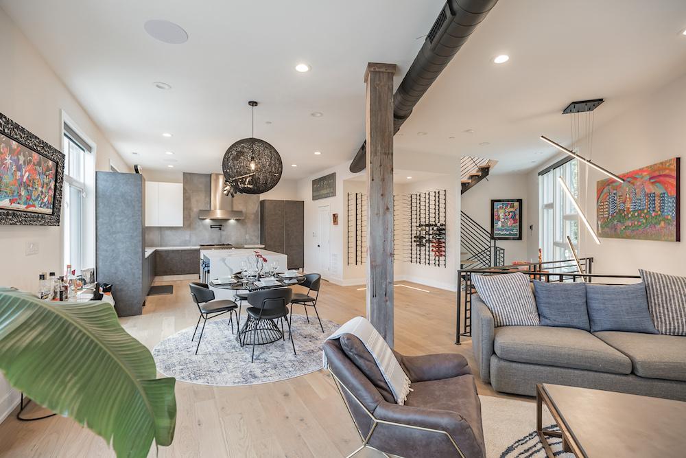 villa-de-francis-1802-francis-street-living-room