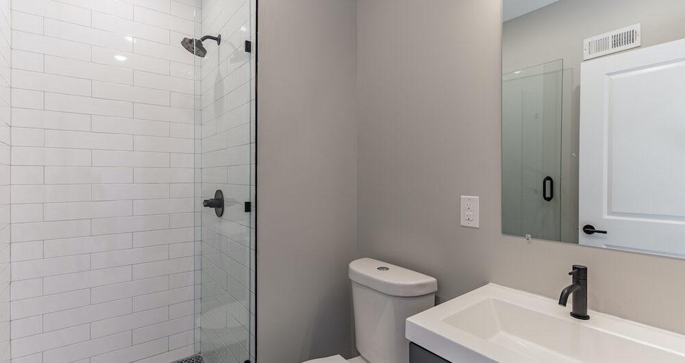 2848-diamond-st-bathroom