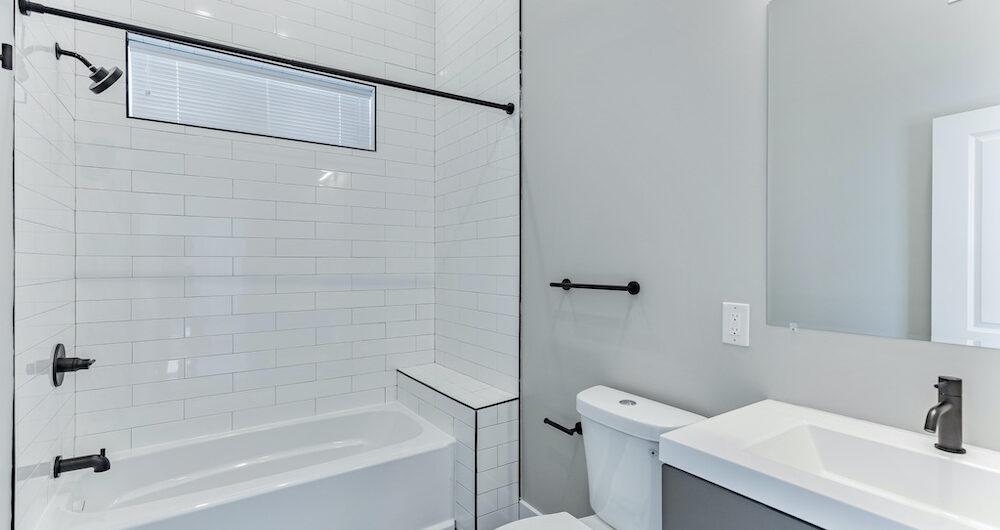 2848-diamond-st-tile-bathroom